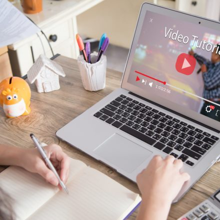 Selecting The Best Online Tutorial – What Features Should To Consider?